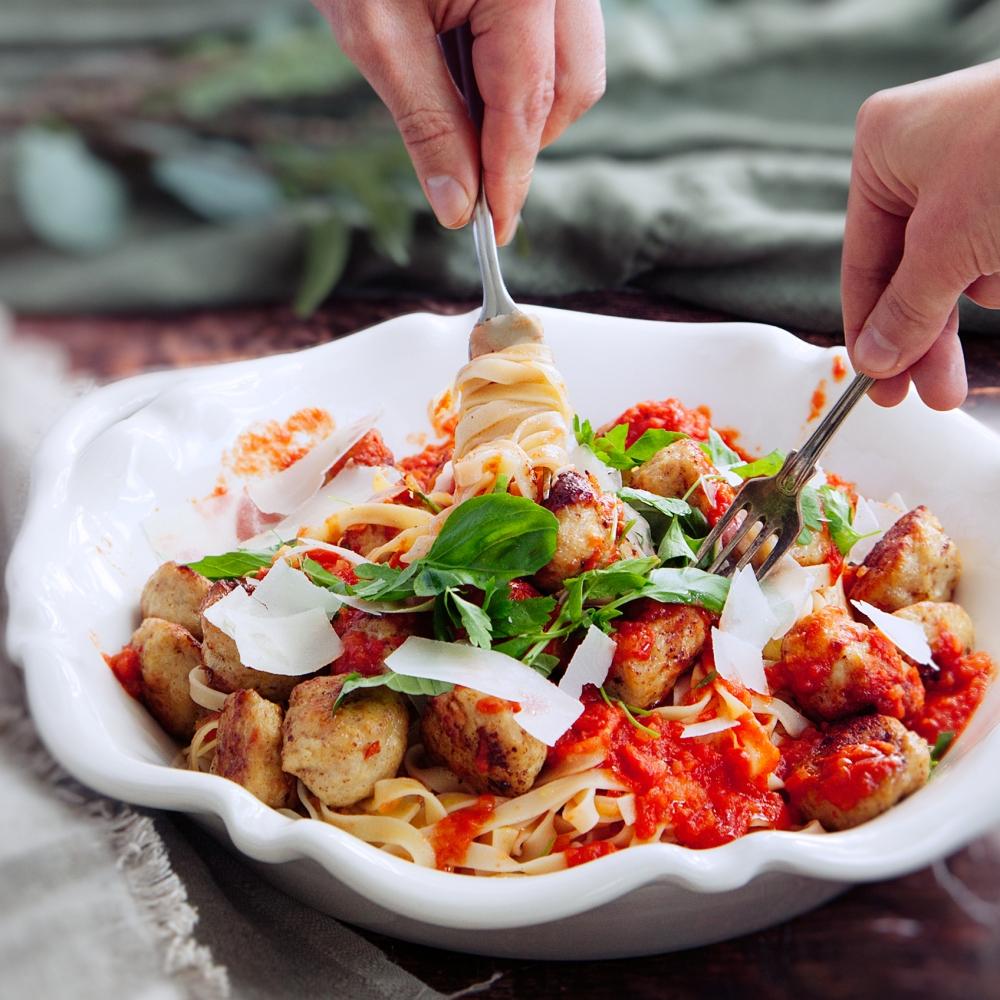 Lady-och-Lufsen-pasta-med-kycklingkottbullar-och-tomatsas-foto-sanna-livijn-wexell-mathem